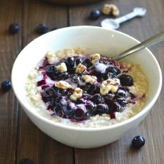 A HEALTHY breakfast option that tastes JUST like a slice of blueberry pie! Only 225 calories per filling and nutritious bowl!