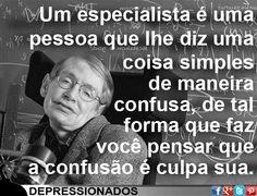 Um especialista é uma pessoa que lhe diz uma coisa simples de maneira confusa de tal forma que faz você pensar que a confusão é culpa sua.