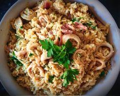 Καλαμαράκια με ρύζι, σκόρδο και κουρκουμά στο τηγάνι! Fried Rice, Risotto, Kai, Fries, Ethnic Recipes, Food, Essen, Meals, Nasi Goreng