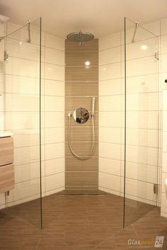 Türlose Walk In Dusche aus Glas mit Beschlägen aus Edelstahl. Hier Ihre neue Walk-In-Duschabtrennung online konfigurieren und ➨ Preis berechnen!
