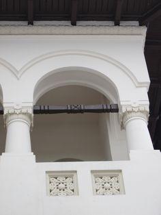 Casă în stil neoromânesc, Bucureşti, Str Tirana Historical Architecture, Art And Architecture, My Town, Bucharest, Traditional House, Romania, Beautiful Homes, House Plans, Wall Lights