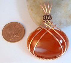 Carnelian Orange Gemstone With Criss Cross Wire Wrap in Copper - Schmuck herstellen Wire Pendant, Wire Wrapped Pendant, Wire Wrapped Jewelry, Cross Pendant, Sea Glass Jewelry, Metal Jewelry, Beaded Jewelry, Jewlery, Jewelry Rings
