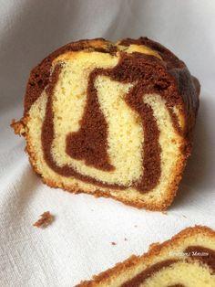 """Monsieur Christophe Felder a encore frappé dans ma cuisine !!! depuis que j'ai reçu le nouveau livre """"GÂTEAUX"""" c'est devenu mon nouveau sport essayer toutes les recettes !! Et encore une fois je suis scotchée par le résultat ... pourtant j'ai testé plusieurs recettes de cake marbré sans avoir envie de les partager mais celle-ci c'est une obligation tellement ce cake est top ! Et oui cette recette est à tomber pour les amateurs de """"savane"""" ! Une texture de rêve a faire avec peu de matériel..."""
