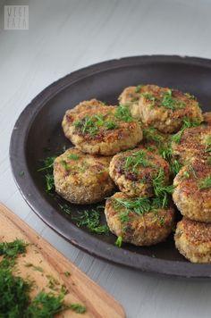 wegefaza: Kotlety pieczarkowo-jaglane Aga, Salmon Burgers, Clean Eating, Food And Drink, Menu, Vegetables, Cooking, Healthy, Ethnic Recipes
