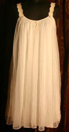 Vintage 1950s Lisette White Nightgown Robe Pegnoir Set