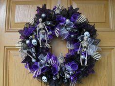 Halloween Wreath by HeidisCustomWreaths on Etsy https://www.etsy.com/listing/250321850/halloween-wreath