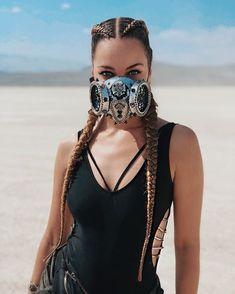 Girls at Burning Man festival Estilo Burning Man, Moda Burning Man, Burning Man Style, Burning Man Girls, Burning Man Fashion, Festival Mode, Festival Looks, Desert Festival, Spring Festival