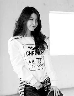 Image de iu, kpop, and lee jieun Iu Fashion, Korean Fashion, Fashion Models, Beautiful Asian Women, Beautiful Celebrities, Gorgeous Girl, Korean Celebrities, Korean Girl, Korean Shop