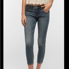 """BDG urban outfitters midrise twig grazer 27W 26L Ankle-grazing mid-wash denim. very skinny. 27"""" waist 26"""" length. worn only a handful of times, but there is a very small black pen mark on the right thigh (pictured) BDG Jeans Skinny"""