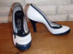 Vintage 40's Deliso Debs French Bootery 2 tone pumps heels shoes