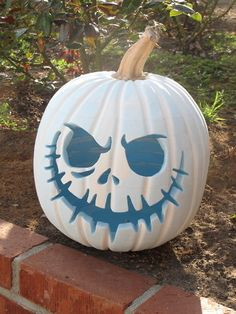 love love this pumpkin and am going to have this on my porch this year Jack Skellington pumpkin…….love love this pumpkin and am going to have this on my porch this year Diy Halloween, Deco Porte Halloween, Holidays Halloween, Halloween Pumpkins, Halloween Decorations, Halloween Forum, Fall Decorations, Thanksgiving Decorations, Foam Pumpkins