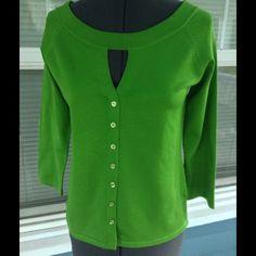 "JOSEPH A. Sweater top JOSEPH A. ""QU'EST-CEQUEC'EST SILK?"" Sweater Top.  Scoop neckline with keyhole.  Decorative button front.  3/4 sleeves.  Green rayon/nylon blend fiber knit.  Length 21"" (shoulder to hem).  Excellent, new condition. Joseph A. Sweaters Crew & Scoop Necks"