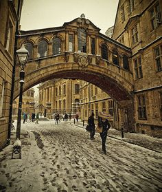 Snow in Bridge of Sighs, Oxford, England  I am so lucky to be a student in Oxford!