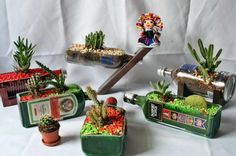 MACETEROS ORIGINALES    Con cinco botellas piedras de colores y bonitos cactus, haras estos maceteros tan originales