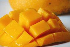 Mango Float Supreme Recipe - Sweet n' Bake Recipes Cannabis, Mango Float, Mango Guacamole, Brown Plates, Mango Cheesecake, Australian Food, Carrot Salad, Mouth Watering Food, Tater Tots
