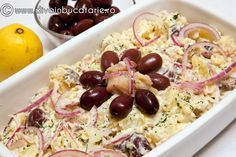 800 g potatoes 350 g smoked mackerel 100 g olives 1 red onion 1 tsp dried dill salt & pepper 2 tbsp. Smoked Mackerel, Mole, Fruit Salad, Seafood, Oatmeal, Good Food, Food And Drink, Appetizers, Salads