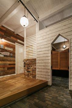 Home Office Space, Entrance Hall, Shoe Closet, Scandinavian Design, Garage Doors, Outdoor Decor, Room, House, Furniture
