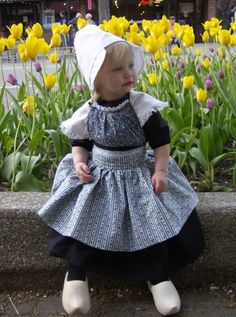 Dutch flower girl outfit complete with wooden shoes. [I love your pins and I adore this little girl and her dress, bonnet and the wooden shoes. thanks for sharing and welcome to my pins. I love the tulips too. Cool Baby, Baby Kind, Precious Children, Beautiful Children, Beautiful Babies, Beautiful People, Kids Around The World, We Are The World, Cute Kids