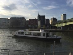 Créateur de souvenirs, BateauMonParis vous accueille à bord de ses péniches et bateaux privatisés pour des déjeuners et diners-croisière. Nous vous offrirons une atmosphère chaleureuse, raffinée et originale à l'occasion de votre mariage, anniversaire, séminaire, repas d'affaire, demande en mariage, apéritif flottant… #Boat #Bateau #Croisière #Paris #LaSeine #BateaumonParis