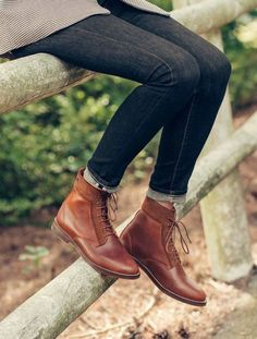 Gevechtslaarzen - Havane et Cognac en Cuir Pull Up et veau Velour - Pied de Biche, Oxford Boots, Oxford Shoes Outfit, Women Oxford Shoes, Shoes Men, Flat Boots, Heel Boots, Dress Shoes, Dress Clothes, Ugg Boots