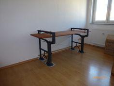 Schreibtisch selbst gebaut aus Schrott! Untergestell einer alten Schleifmaschine, alte furnierte Sperrholzplatte, Gewindestangen, Spanngarnitur, Konstruktionsholz. Kosten maximal 40€