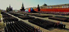 """ΤΟ ΚΟΥΤΣΑΒΑΚΙ: """"Σείστηκε"""" η Κόκκινη Πλατεία - Η εντυπωσιακότερη π... Μήνυμα προς πάσα κατεύθυνση έστειλαν  σήμερα οι ρωσικές ΕΔ με την εντυπωσιακότερη παρέλαση όλων των χρόνων από την ίδρυση της Ρωσικής Ομοσπονδίας το 1991 παρουσία του Ρώσου προέδρου Β.Πούτιν και του Ρώσου ΥΠΑΜ Σεργκέι Σοιγκού. Οι παριστάμενοι είχαν την αίσθηση ότι έβλεπαν μπροστά τους για άλλη μια φορά τον άλλοτε πανίσχυρο σοβιετικό """"ερυθρό στρατό""""."""