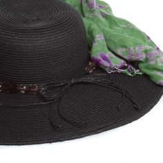 I  need a summer beach hat!! Helps that the scarf is green =)
