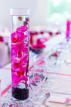 Décoration mariage orchidées fushia vase www.lmlaphoto.net
