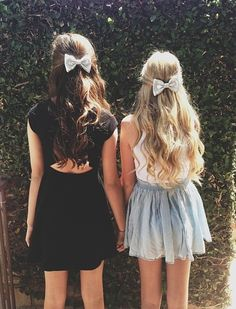 Blonde & Brunette hair with hair bows!