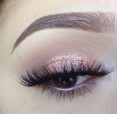 Beautiful eye makeup look! Champagne and peachy tones