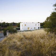 Casa Hache in Madrid by Bojaus