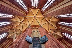 Himmelswärts wurde in Deutschland, Wismar aufgenommen und hat folgende Stichwörter: Wismar, UNESCO-Weltkulturerbe, Nikolai-Kirche.