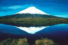 Volcán Cotopaxi y laguna de Limpiopungo
