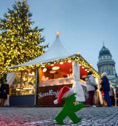 Merry Xmas to all of you!  #LittleGreenMan #AmpelmannWorld #FollowAmpelmann #ampelmannLifestyle #Berlin