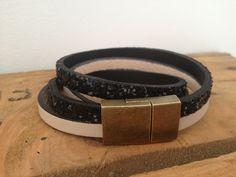 Bracelet cuir Foul'art  Double tour - Fermoir aimant  Noir paillettes et crème  Disponible dans 8 couleurs  www.foul-art.com www.facebook.com/myfoulart