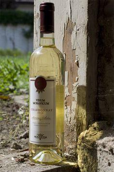 Bílé víno - Chardonnay 2010 Výběr z hroznů - Vinum Moravicum a.s. Whiskey Bottle, Drinks, Drinking, Beverages, Drink, Beverage