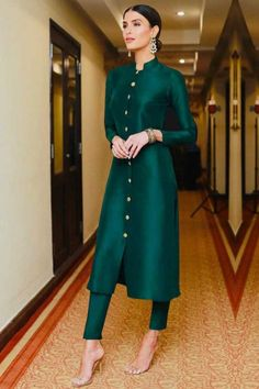 Cast a spell with this Teal Green Taffeta Silk Cigarette Pant Suit Which will surely tell them that the diamonds aren't the only beautiful thing which they have seen.Along with Taffeta Silk Cigarette Pant in Teal Green Color with Matching Net Dupatta. Silk Kurti Designs, Kurta Designs Women, Kurti Designs Party Wear, Salwar Designs, Blouse Designs, Pakistani Fashion Casual, Pakistani Dresses Casual, Pakistani Dress Design, Pakistani Suit With Pants