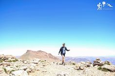 Esa sensación cuando llegas a la cima... 🏔 sube con nosotros al #Toubkal esta #SemanaSanta