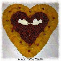 Silvia's Tortenträume: Tortenboden mit Pfirsichen und Himbeeren für die Hochzeit meiner Schwester, ca. 50 x 50 cm groß Herz Obst