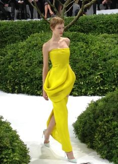 VogueParis: Robe du soir bustier en soir ...