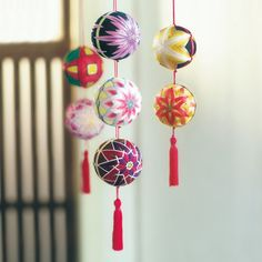"These are called ""Temari"" or Japanese thread balls. The original string art. Elaine's newest fascination. Japanese Party, Cute Japanese, Japanese Inspired Bedroom, Temari Patterns, Art Populaire, Free To Use Images, Arts And Crafts, Diy Crafts, New Years Decorations"