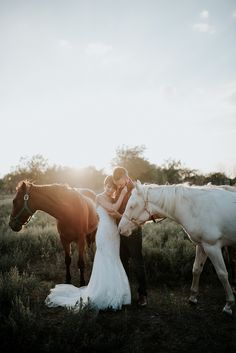 Wedding photo ideas // bride and groom with horses // Natural Backyard Wedding in Fort Worth, Texas | Jessi + DustinNatural Backyard Wedding in Fort Worth, Texas | Jessi + Dustin