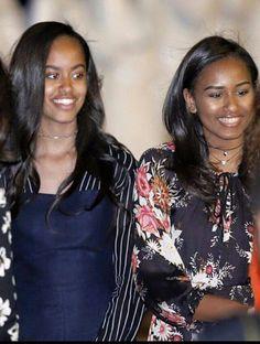 First Lady Michelle Obama, First Daughters Malia & Sasha In Morocco Malia Obama, Barack Obama Family, Michelle Obama, Obama Daughter, First Daughter, Afro, Joe Biden, Durham, Black Is Beautiful