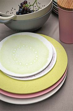 Zuperzozial breakfast plate in the lime green made from bamboo and corn powder / Living Roots