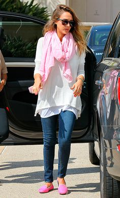 Jessica Alba, con calzado cómodo.