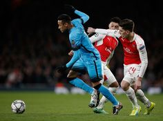 Barcelona's Brazilian forward Neymar (L) vies with Arsenal's Spanish defender Hector Bellerin (R) during the UEFA Champions League round of 16 1st leg football match between Arsenal and Barcelona at the Emirates Stadium in London on February 23, 2016.