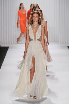 Mendel – Frühling Sommer 2013 Konfektion – Shows – Vogue.it - Chiffon Dress Maxi Dress With Slit, Tulle Dress, Dress Up, Dress Long, Long Dresses, Chiffon Dress, Casual Dresses, Fashion Week, Runway Fashion