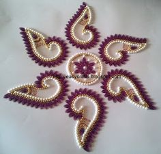 Shell design kundan rearrangeable rangoli - Set of 7 pcs - 6 shells and one center piece Measures : 13 inch x 13 inch Price: Rs 500 per. Hand Work Embroidery, Hand Embroidery Designs, Beaded Embroidery, Embroidery Patterns, Rangoli Ideas, Rangoli Designs Diwali, Bead Crafts, Jewelry Crafts, Acrylic Rangoli