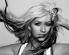 I think this was Christina Aguilera at her prime Christina Aguilera, Funky Hairstyles For Long Hair, Cool Hairstyles, Long Hair Styles, Britney Spears, Taylor Swift, Pretty People, Beautiful People, Beautiful Women