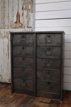 ancien meuble 10 casiers industriel a clapet roneo bois et hauts. Black Bedroom Furniture Sets. Home Design Ideas